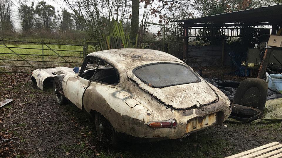 Ржавый раритетный Jaguar, простоявший 20 лет в сарае, выставят на аукцион 1