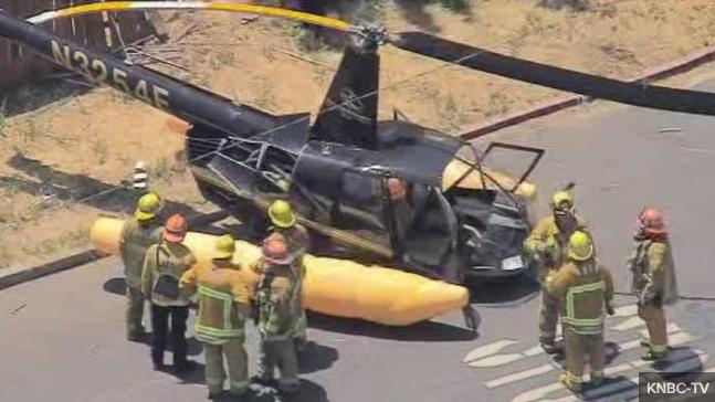 В США вертолет упал прямо на автомобильную дорогу 1