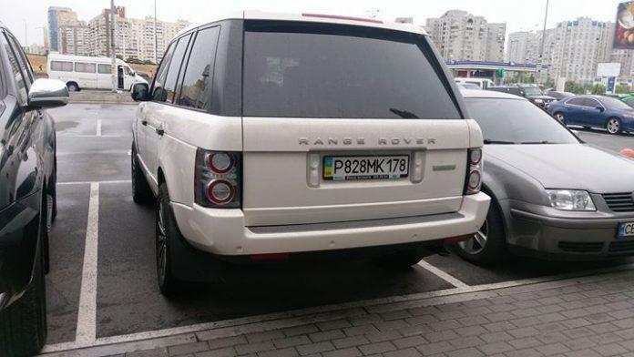 Владелец Range Rover «креативно замаскировал автомобиль под украинский» 1