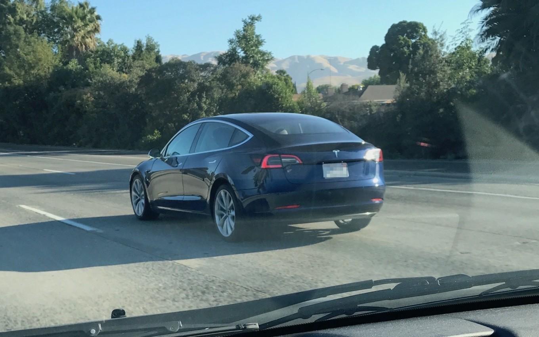 Модель Tesla, которой еще нет в продаже, прокатилась по дорогам США 1