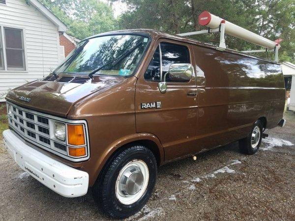 На аукцион выставили Dodge, принадлежавший FBI 3