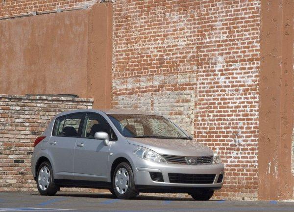 Компания Nissan срочно отзывает полмиллиона Versa 1