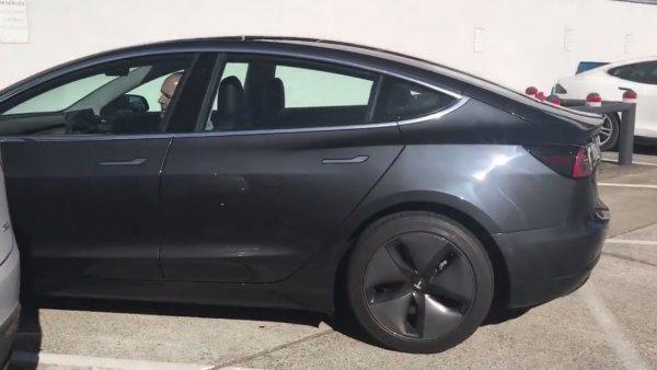 Tesla Model 3 получит ключ-карту вместо привычного брелока 2