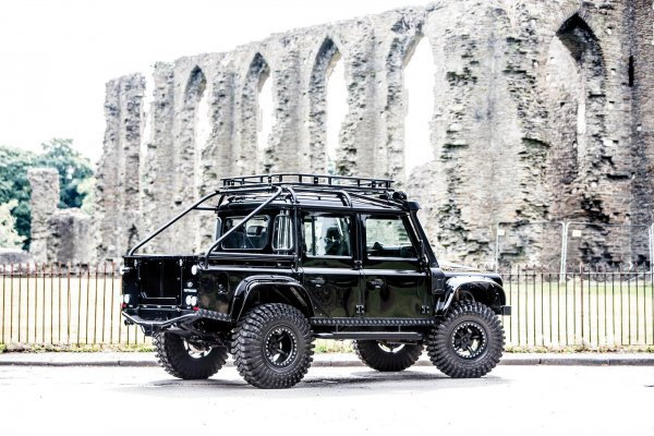 На аукцион выставили Land Rover «из фильма о Джеймсе Бонде» 2