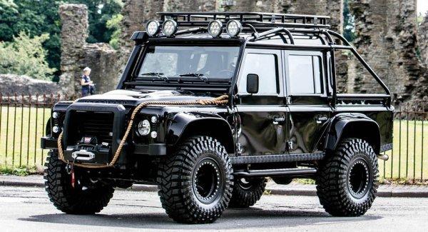На аукцион выставили Land Rover «из фильма о Джеймсе Бонде» 1