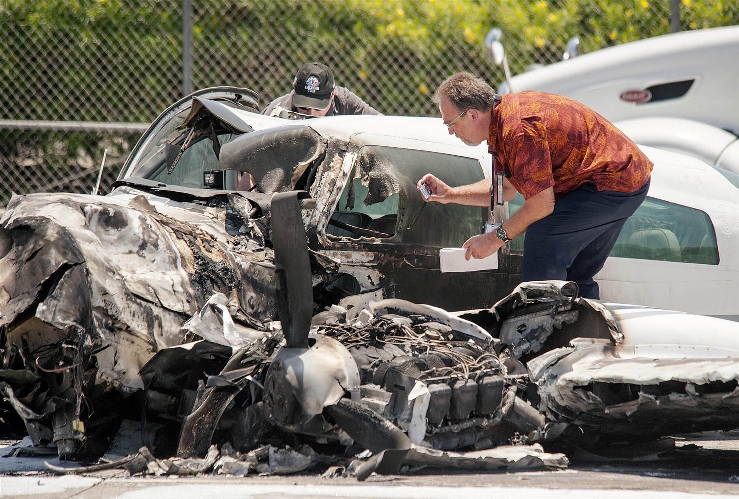 В США самолет упал прямо на автомагистраль 2