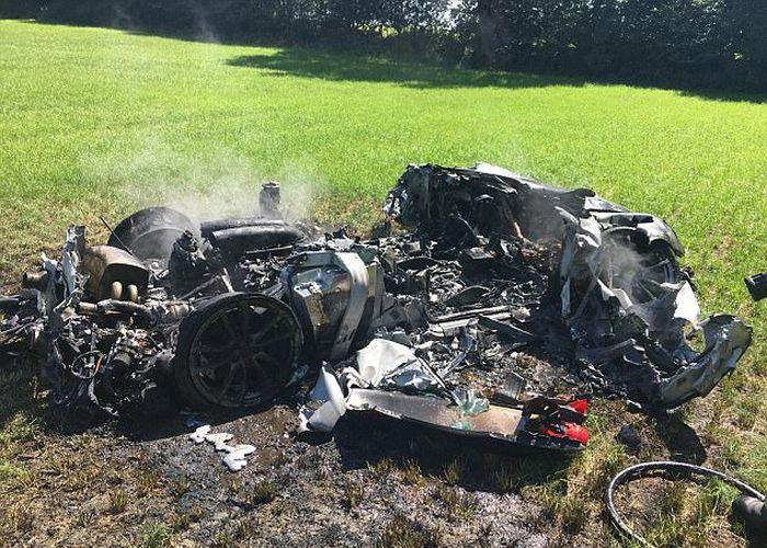 Ferrari «превратился в пепел» через час после того, как выехал из салона 1