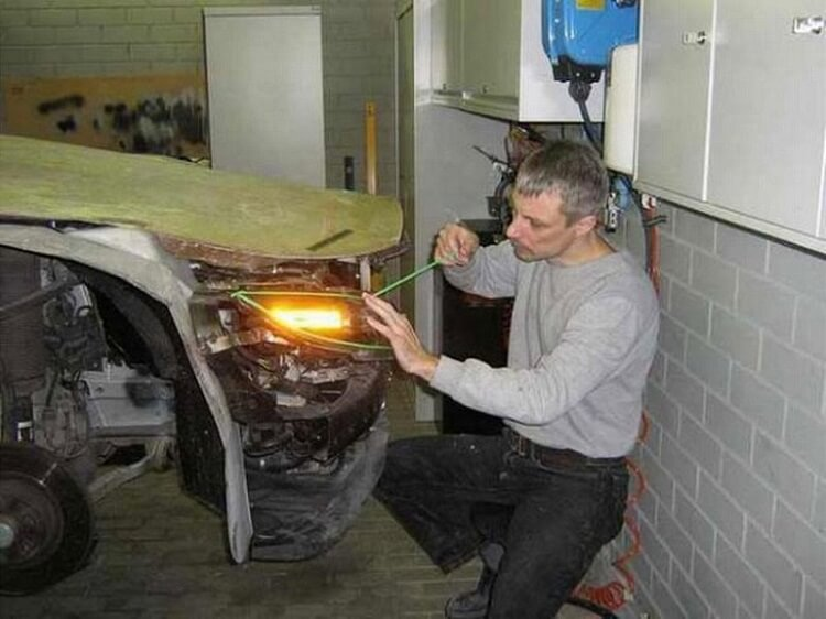 Автолюбитель восстановил машину после ДТП «пеной и трафаретом» 6