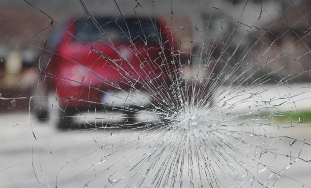 Три способа защиты лобового стекла от сколов и трещин 1