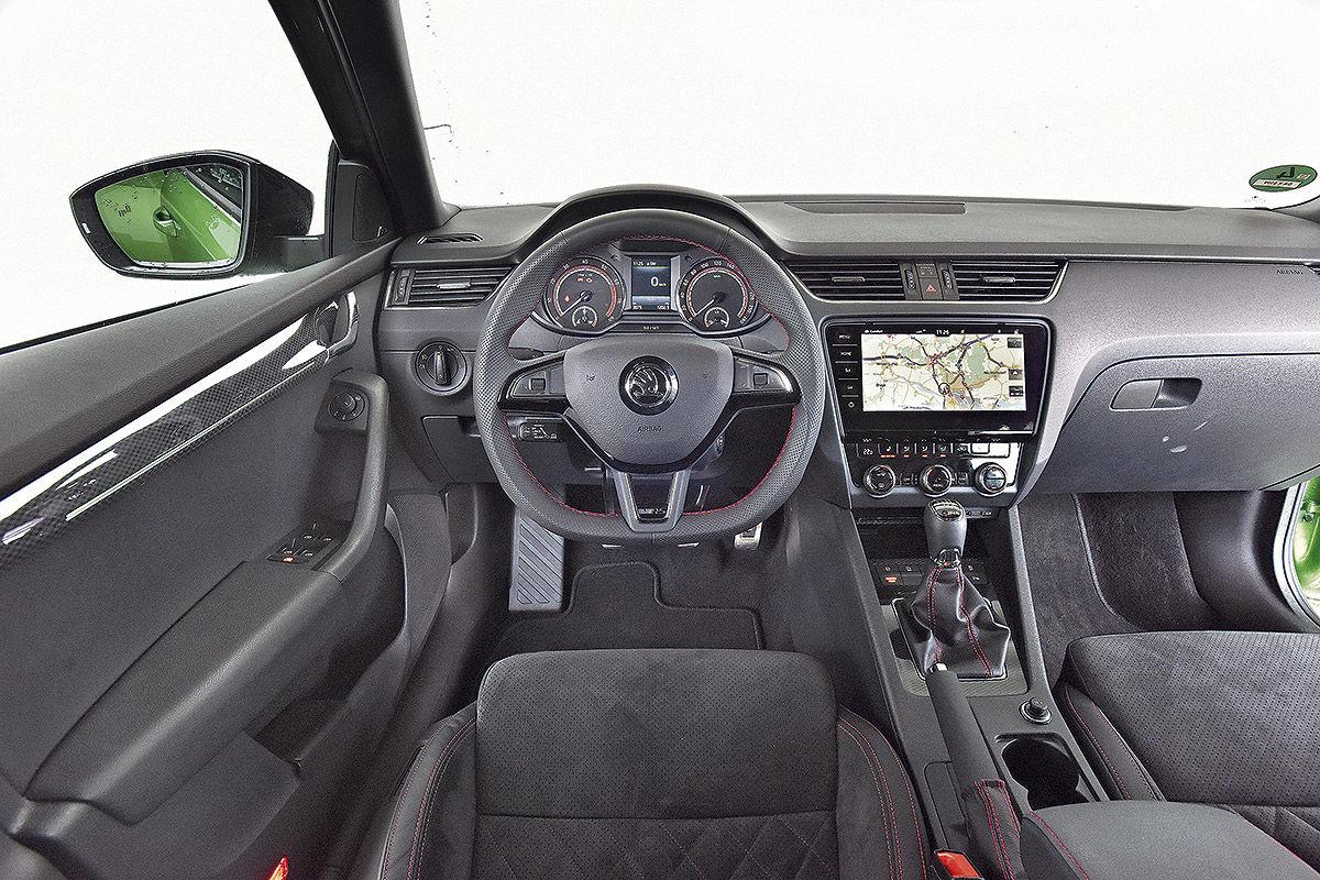 «Не слишком быстрый, но маневренный»: тест-драйв Skoda Octavia RS 9