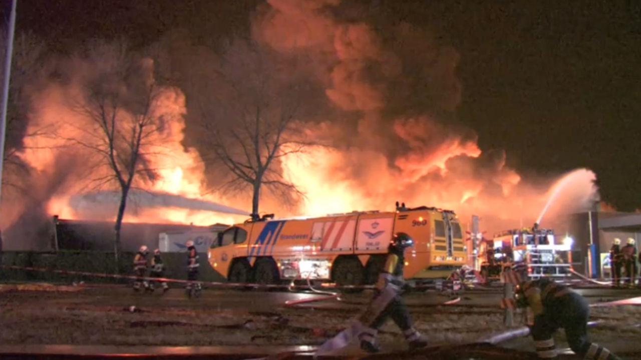 Из-за пожара компания Shell остановила крупнейший в Европе нефтезавод 1