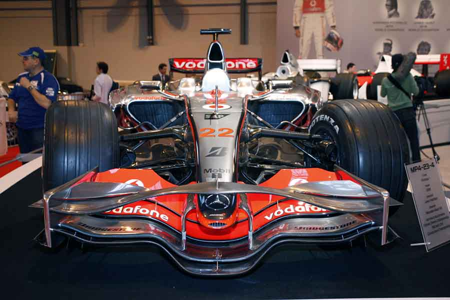 Экс-главе компании McLaren хотят подарить 13 суперкаров 2
