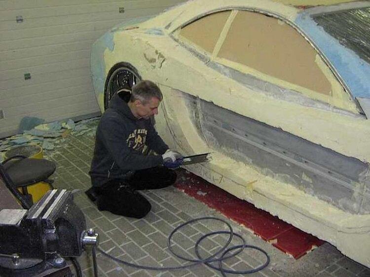 Автолюбитель восстановил машину после ДТП «пеной и трафаретом» 3