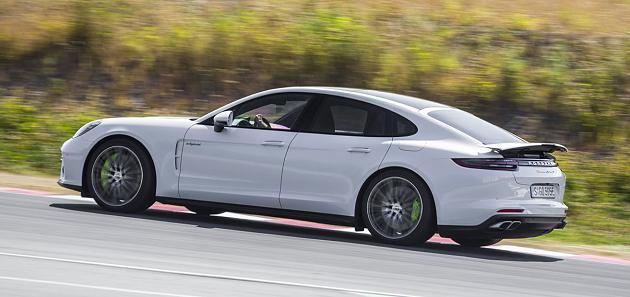 В Porsche презентовали Panamera Turbo S, «надеясь заткнуть за пояс Tesla» 2