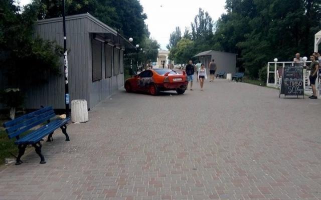 Нарушитель ПДД потребовал деньги за фото с его машиной 2