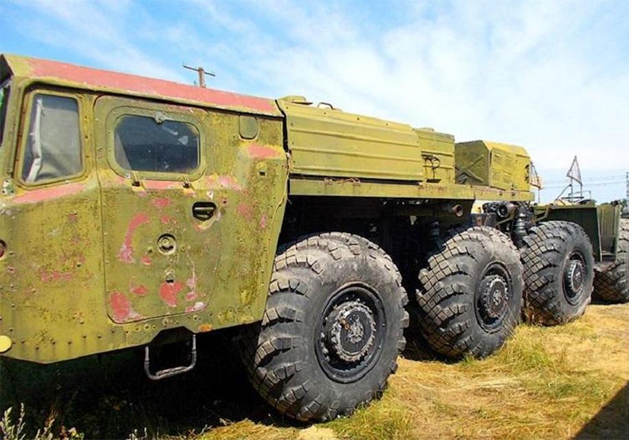 В Украине выставили на продажу шестиосный 1000-сильный ракетовоз 1