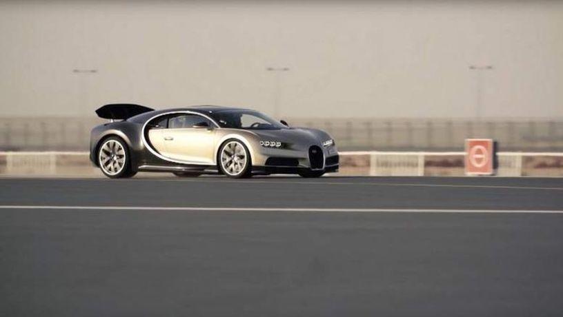 «Свой среди чужих»: Bugatti Chiron промчался по взлетной полосе 1