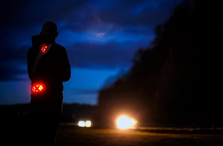 Обнаженного пешехода оштрафовали за отсутствие светоотражающих элементов 1