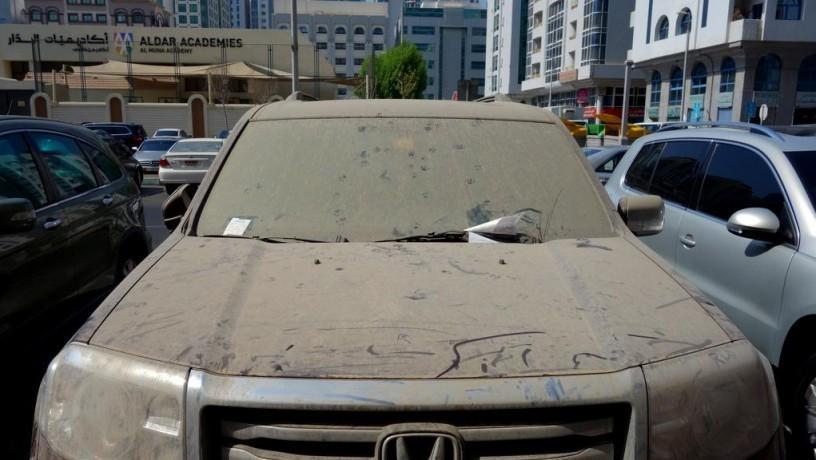 В ОАЭ эвакуируют грязные автомобили, а их владельцев штрафуют 1
