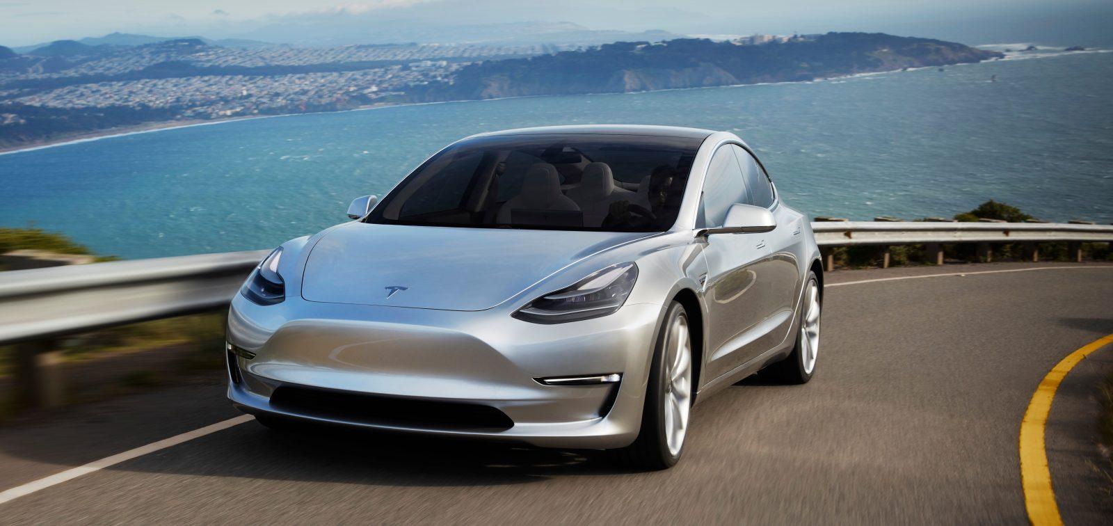 Бюджетную модель Tesla Model S сняли с производства ради Model 3 1