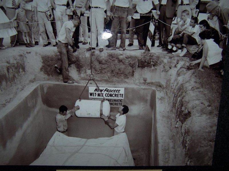 На поверхность подняли Plymouth, спрятанный в бункере 50 лет назад 2
