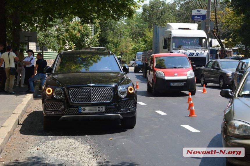 Внедорожник ценой в полмиллиона долларов попал в аварию в Украине 1
