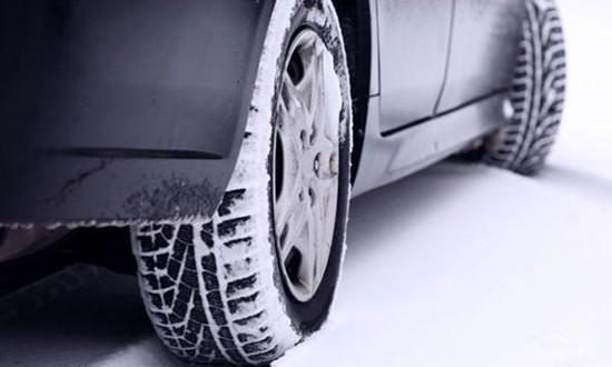 Особенности управления автомобилем на заснеженной дороге 1