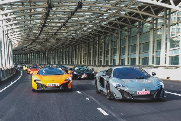McLaren отпраздновал Новый год парадом суперкаров 2