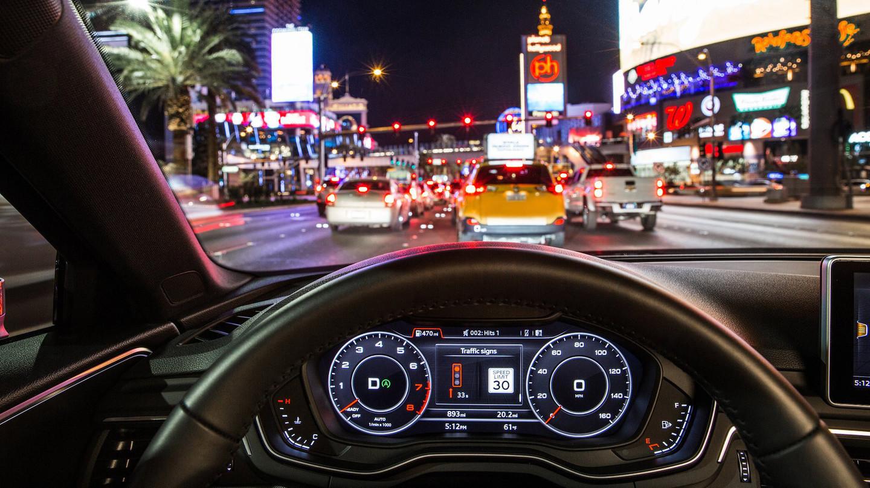Водителям США разрешили ездить на красный сигнал светофора 1