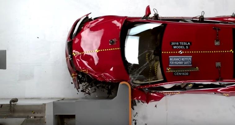 Экологичные автомобили Tesla и BMW i3 провалили краш-тесты 1