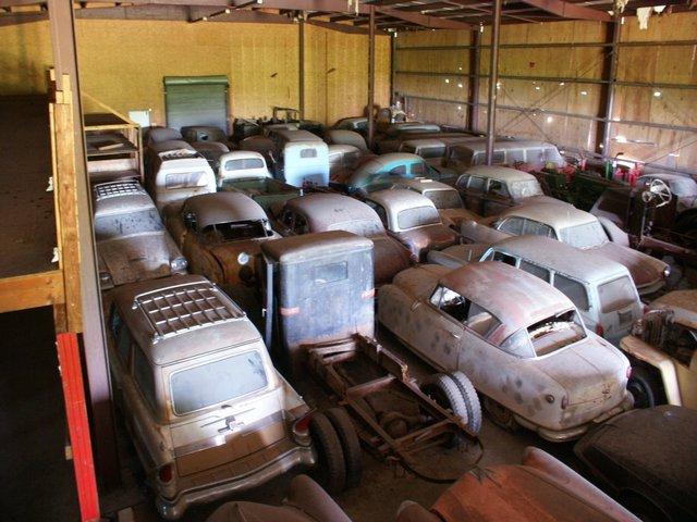 На аукцион выставили гигантскую коллекцию из 700 машин 2
