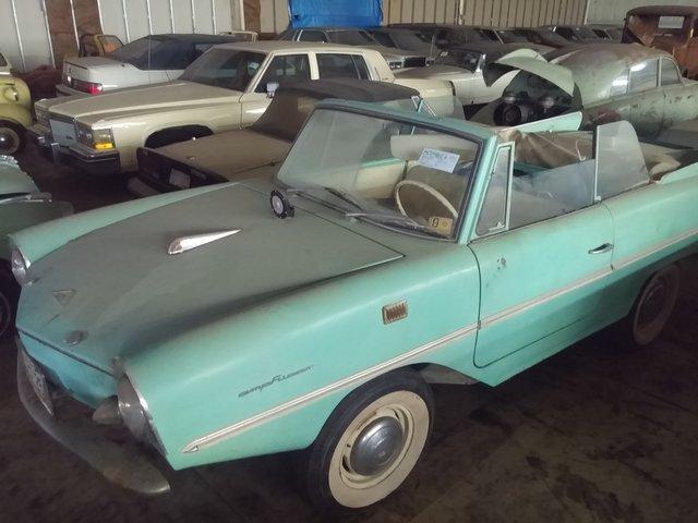 На аукцион выставили гигантскую коллекцию из 700 машин 1