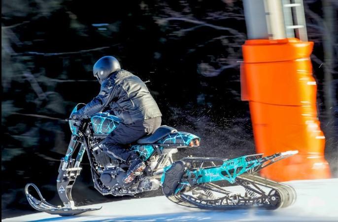 Как мотоцикл Harley-Davidson превратили в «снежную бестию» 2