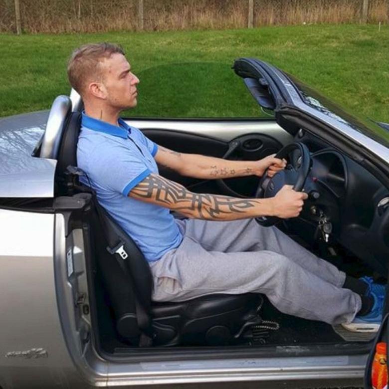 Британского водителя оштрафовали за высокий рост 1