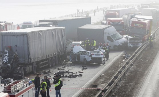 В Польше из-за тумана столкнулось более 60 автомобилей 1