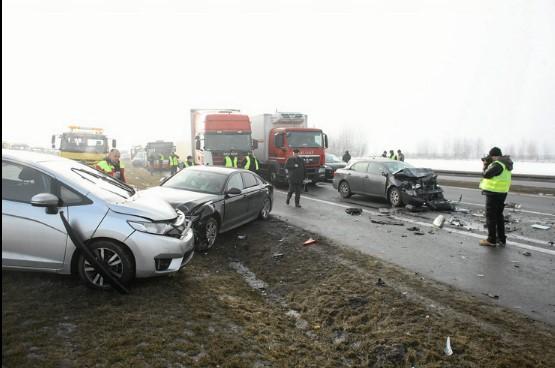 В Польше из-за тумана столкнулось более 60 автомобилей 4
