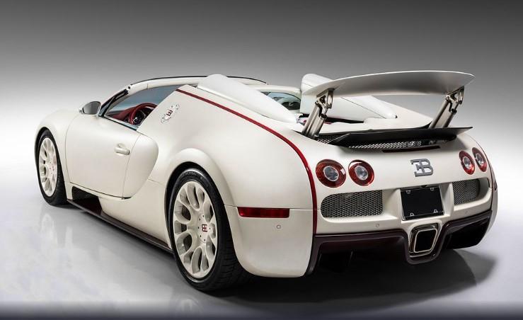 Bugatti, принадлежащий боксеру, выставили на аукцион 1
