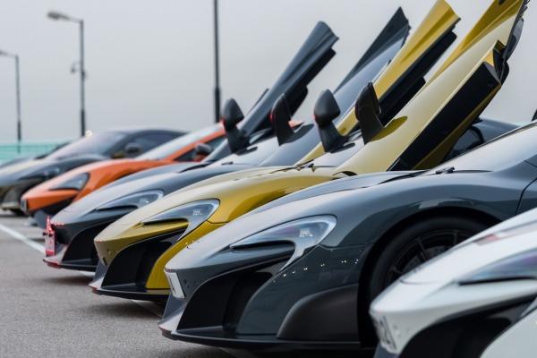 McLaren отпраздновал Новый год парадом суперкаров 3