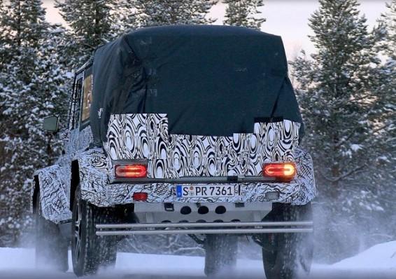 Mercedes-Benz выпустил на снег странный G500 3