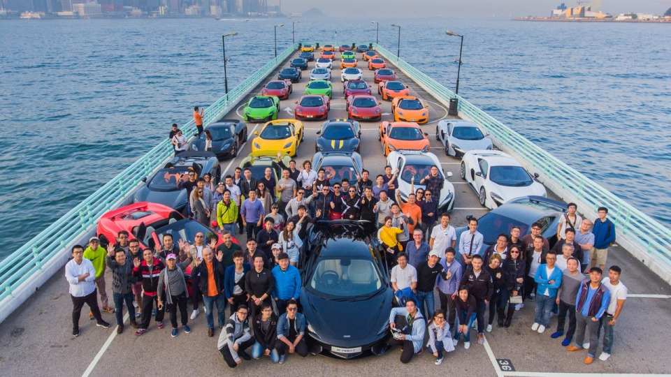 McLaren отпраздновал Новый год парадом суперкаров 1