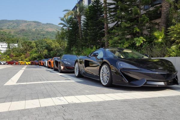 McLaren отпраздновал Новый год парадом суперкаров 4