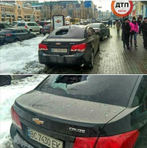 Пешеходы «жестко» борются против машин на тротуарах 1