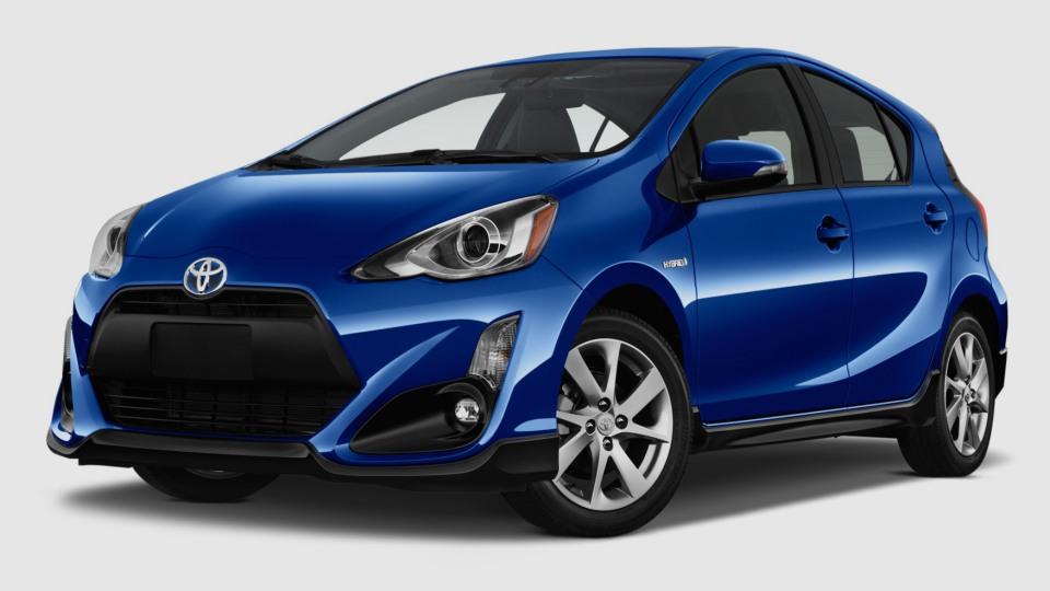 Toyota добавила компактному «Приусу» агрессии 1