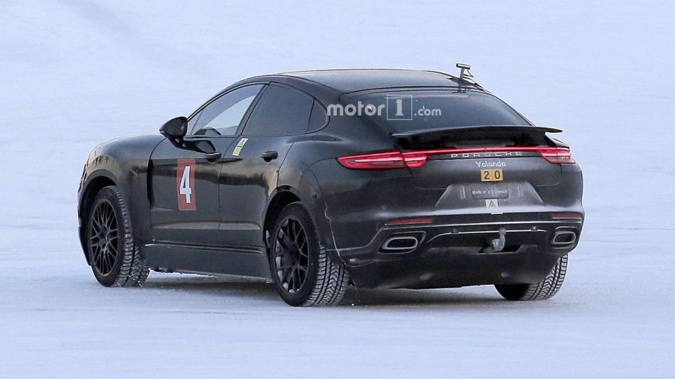 Porsche вывел на тесты электрический «Кайен» 2