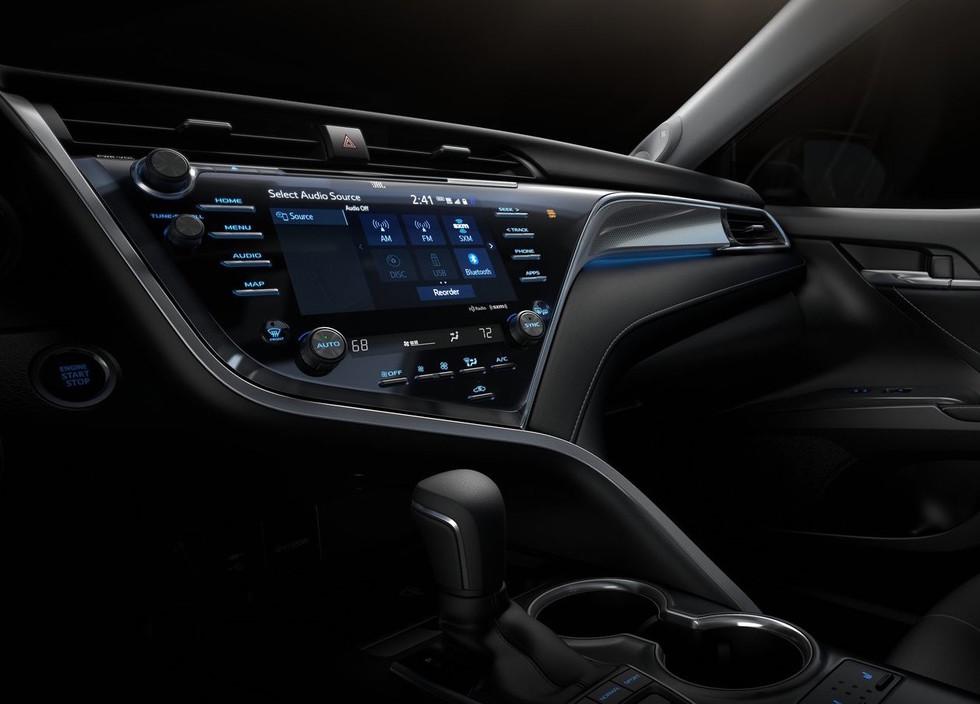 Новая Toyota Camry сможет «писать sms» своему владельцу 3