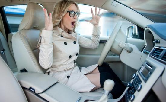«Шокирующие» и опасные ошибки женщин за рулем 1