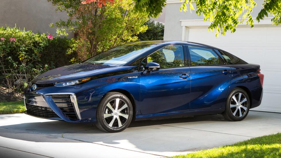 Парад новинок Toyota в Детройте возглавит новая Camry 3