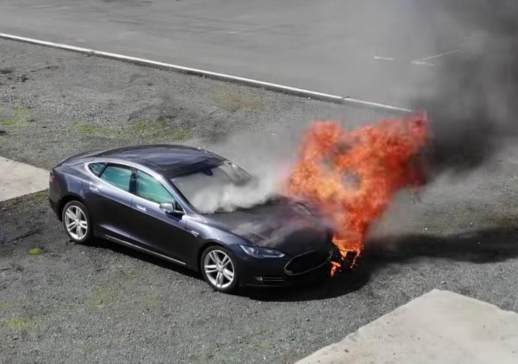 Горят как факел: Tesla предлагала покупателям бракованные автомобили 1