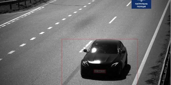 Водитель «Мерседеса» установил «рекорд скорости» на трассе под Киевом 1