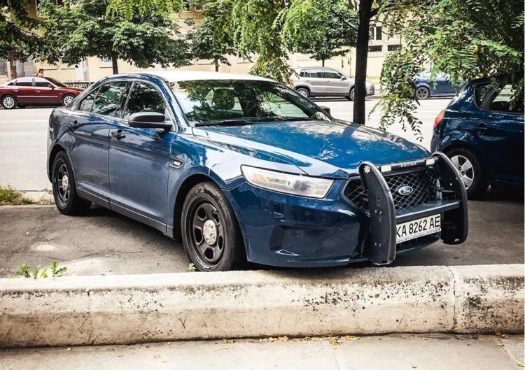 В Украине замечен американский полицейский автомобиль 1